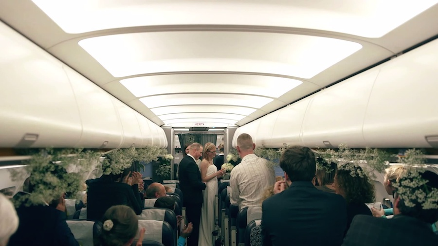 Casamiento sorpresa en un avión